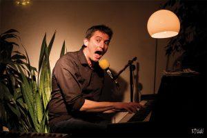 Cabaret chanson - Romain Chupin @ Théâtre de la Chaise Rouge - Pouancé (49) | Pouance | Pays de la Loire | France